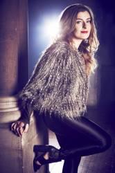 Великобритания: Обзор певицы Молли Смиттен Даунс.