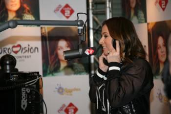 Нидерланды: Трейнтье Остерхёйс презентовала конкурсную песню на Евровидение 2015.