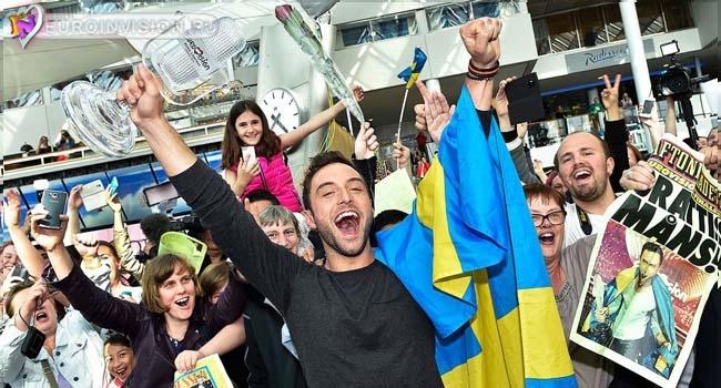 Победитель Монс Зелмерлев вернулся в Швецию.